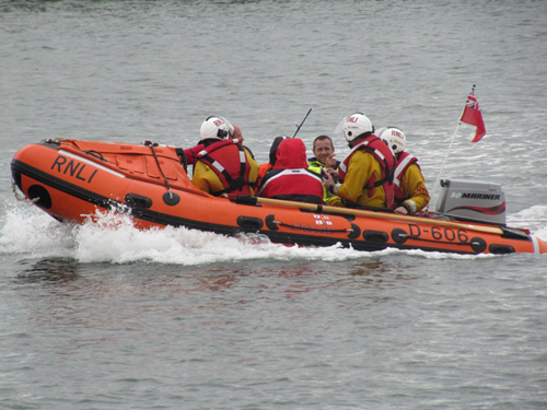 blyth-inshore-lifeboat-with-the-crew-of-sunray-onboard.jpg