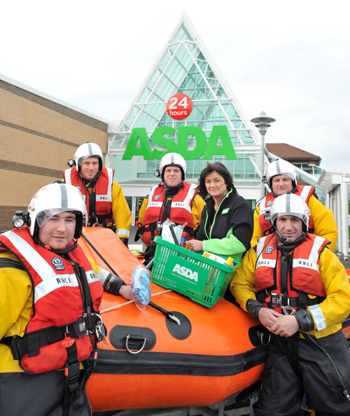 blyth-rnli-collect-everyday-essentials-to-keep-the-station-running-with-community-colleague-lynn-dunn1.jpg